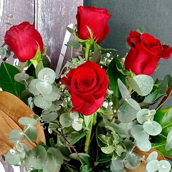 ramo-cuatro-rosas-rojas-floristeria-igualada-les-flors