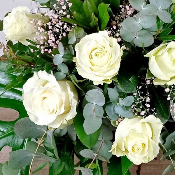 ramo-rosas-blancas-floristeria les-flors-igualada