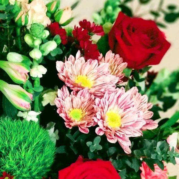 ramo-flores-variadas-canasto-floristeria-les-flors-igualada