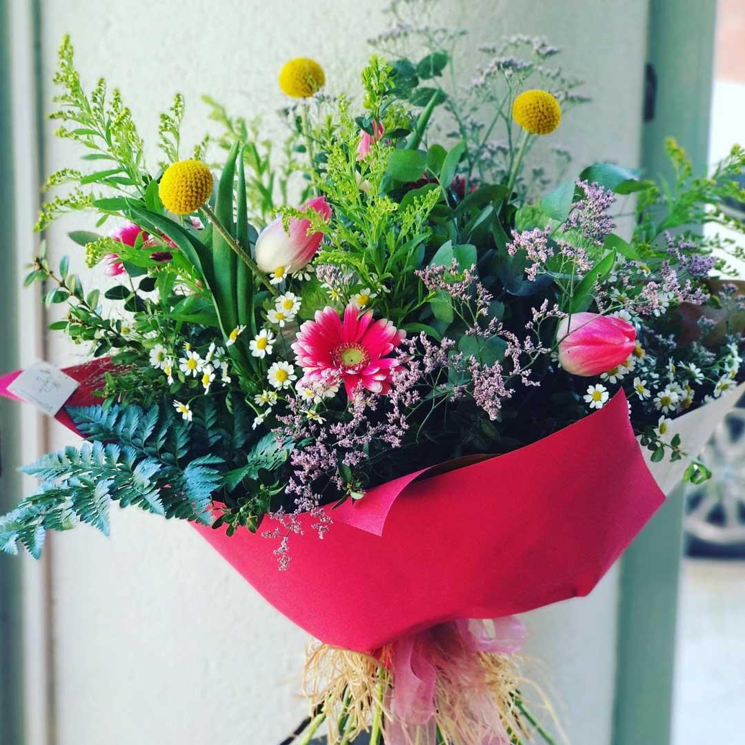 ram-combinat-flors-variades-tulipes-germinis-craspedies-alegria-floristeria-les-flors-igualada